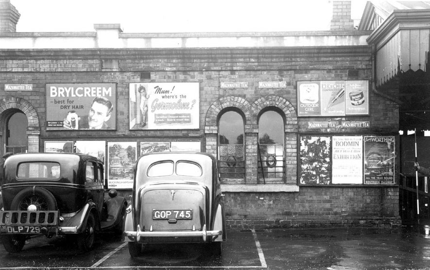 Stratford upon Avon Railway Station with cars parked at front.  1930s |  IMAGE LOCATION: (Warwickshire County Record Office)