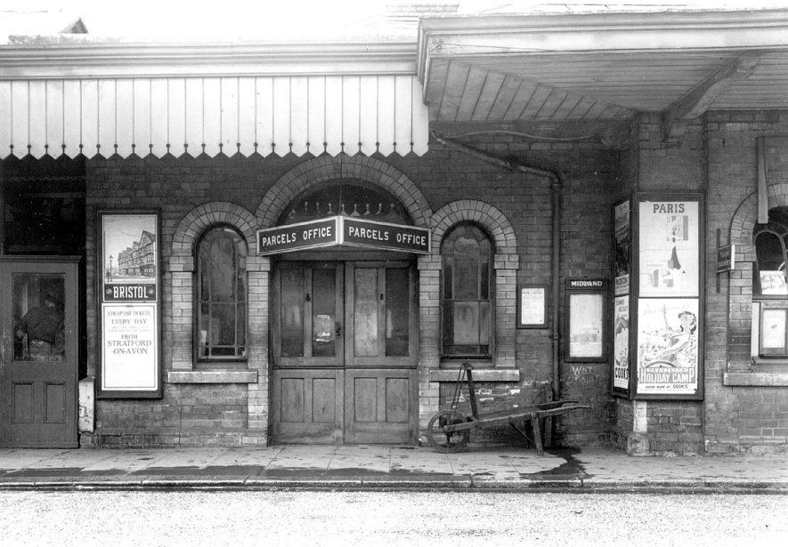 Stratford upon Avon railway station.  1930s |  IMAGE LOCATION: (Warwickshire County Record Office)