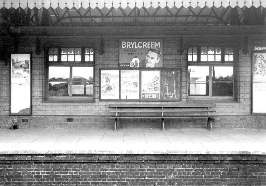 Stratford upon Avon railway station platform.  1930s |  IMAGE LOCATION: (Warwickshire County Record Office)