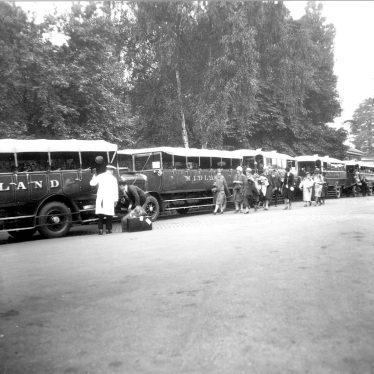 Stratford upon Avon.  Railway Station, motors coaches