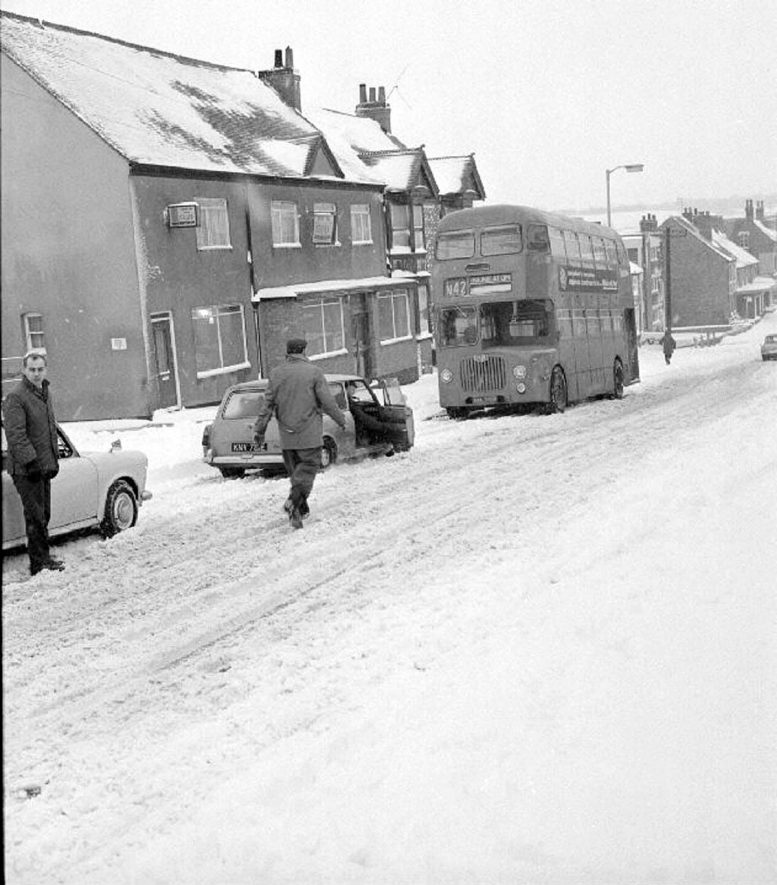 Traffic held up in the snow at Chapel End, Nuneaton. January 9th 1968The bus is travelling up Coleshill Road to Chapel End and Camp Hill Road. |  IMAGE LOCATION: (Warwickshire County Record Office)