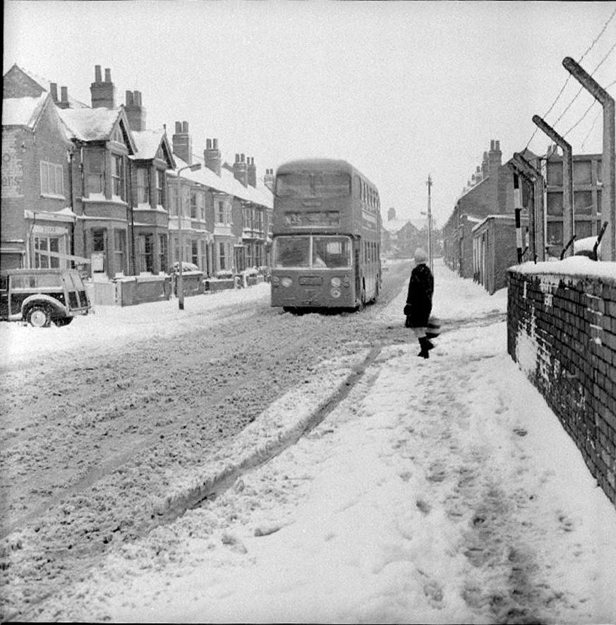 Midland Red bus driving in the snow towards Abbey Street, Nuneaton.  February 20th 1969 |  IMAGE LOCATION: (Warwickshire County Record Office)