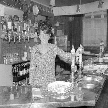 """Nuneaton.  Josie Edwards at the """"Pen & Wig"""""""
