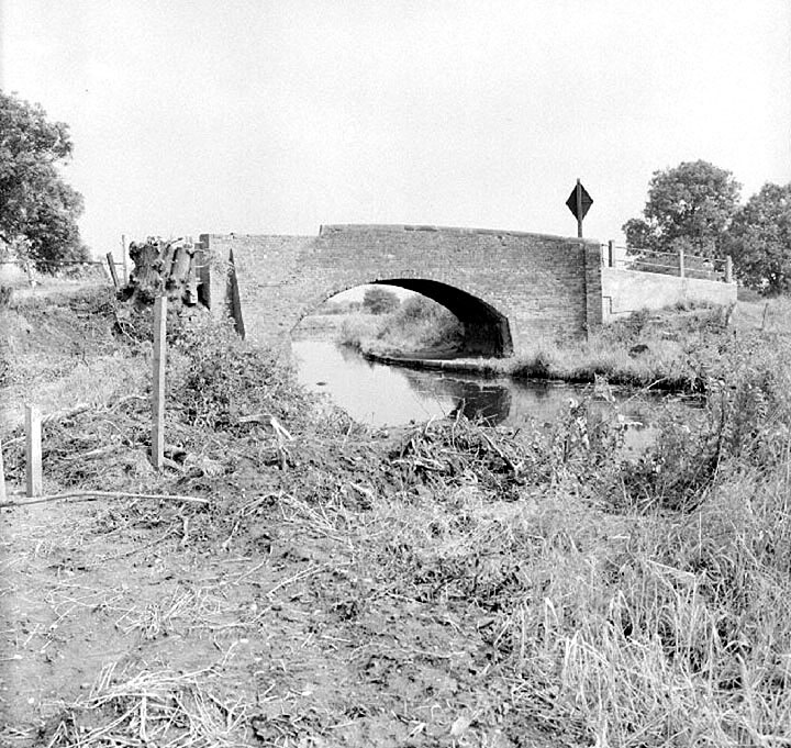 The old Coventry Canal bridge in Gipsy Road, Nuneaton, which was later replaced when the road was straightened.  August 23rd 1970 |  IMAGE LOCATION: (Warwickshire County Record Office)