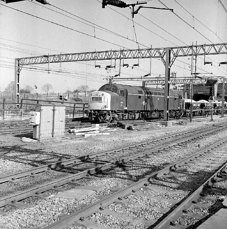 English Electric, Class 40, Number 374 with train of chippings at Trent Valley Station, Nuneaton.  April 25th 1972    IMAGE LOCATION: (Warwickshire County Record Office)