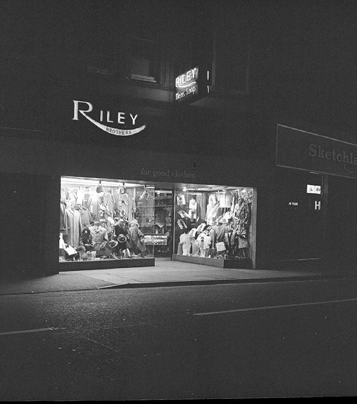 Riley's outfitters shop by night, Queens Road, Nuneaton.  October 3rd 1972 |  IMAGE LOCATION: (Warwickshire County Record Office)