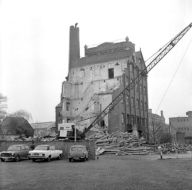 Demolition of the flour mills in Mill Walk, Nuneaton.  March 24th 1973 |  IMAGE LOCATION: (Warwickshire County Record Office)