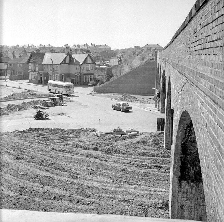 Construction of new roundabout at Coton Arches, Chilvers Coton, Nuneaton.  April 16th 1974    IMAGE LOCATION: (Warwickshire County Record Office)
