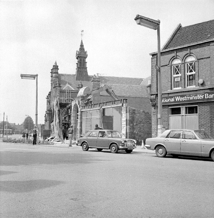 Demolition of The George Eliot billiard hall to make way for a new Lloyds bank, Coton Road, Nuneaton.  May 23rd 1975 |  IMAGE LOCATION: (Warwickshire County Record Office)