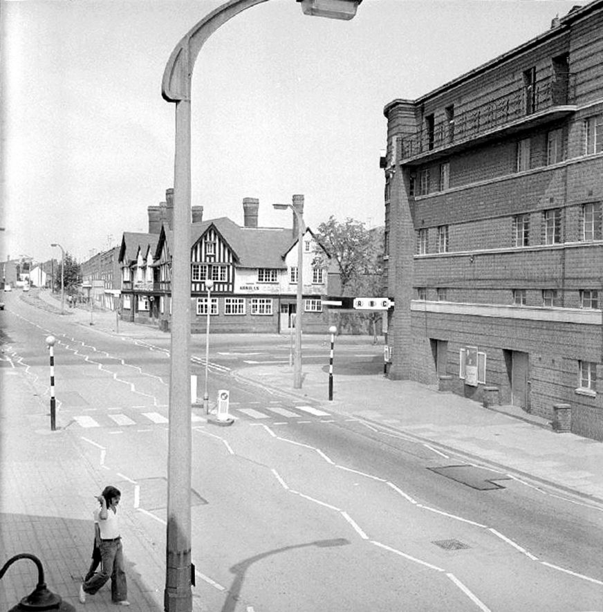 View looking up Abbey Street, Nuneaton, with The Coach and Horses public house in the background and The Ritz cinema on the right.  August 15th 1976 |  IMAGE LOCATION: (Warwickshire County Record Office)