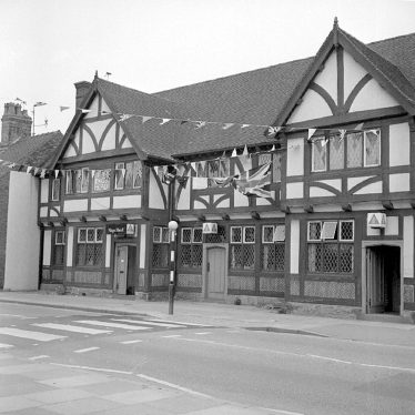 Nuneaton.  Nag's Head decorated for Silver Jubilee