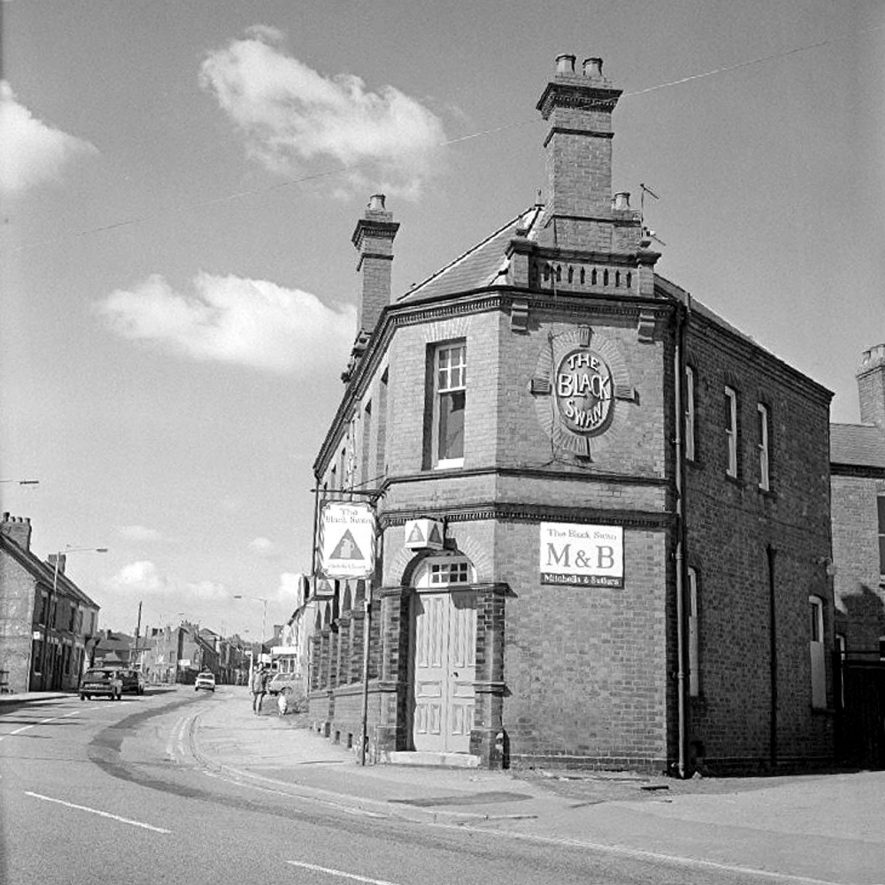 Black Swan public house in Croft Road, Nuneaton, prior to demolition. Looking toward Arbury Road.  14 April 1978 |  IMAGE LOCATION: (Warwickshire County Record Office)