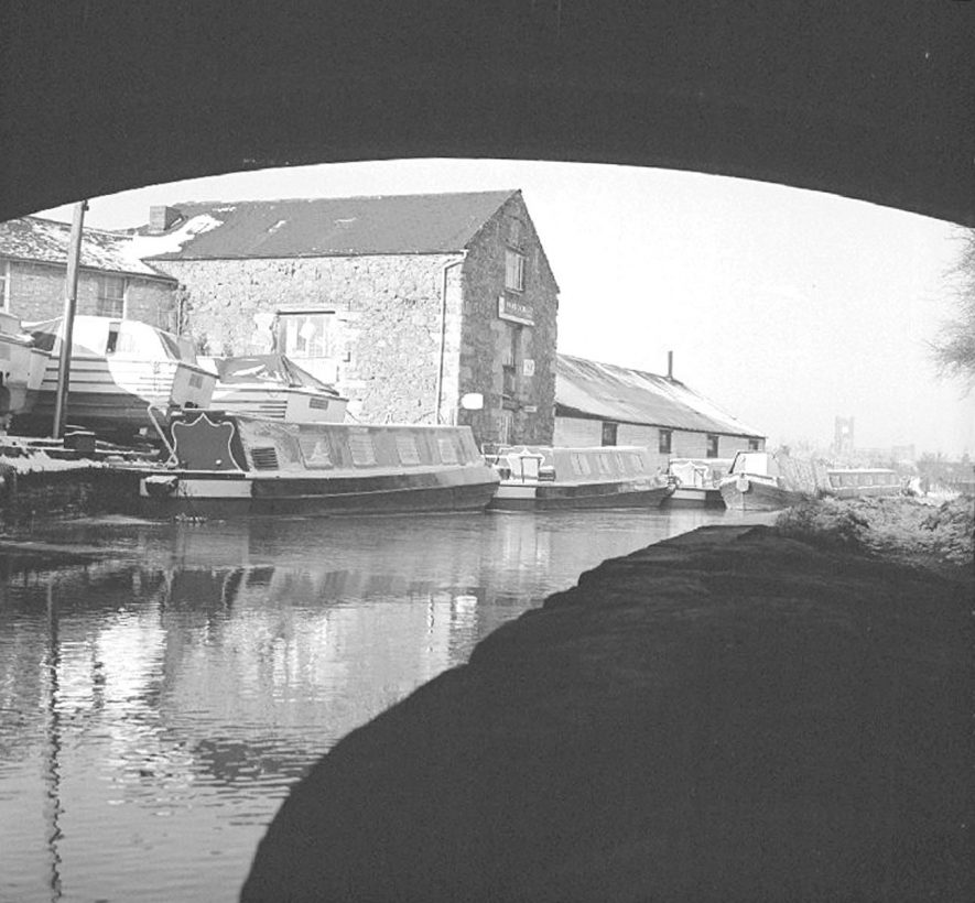 Boats on the canal near Boot Bridge, Coton, after snow fall, Nuneaton.  1 January 1979    IMAGE LOCATION: (Warwickshire County Record Office)