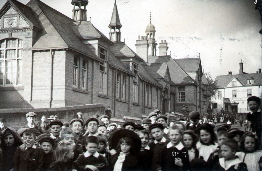 Crowd of children outside Westgate School, Warwick.  1910s |  IMAGE LOCATION: (Warwickshire County Record Office)