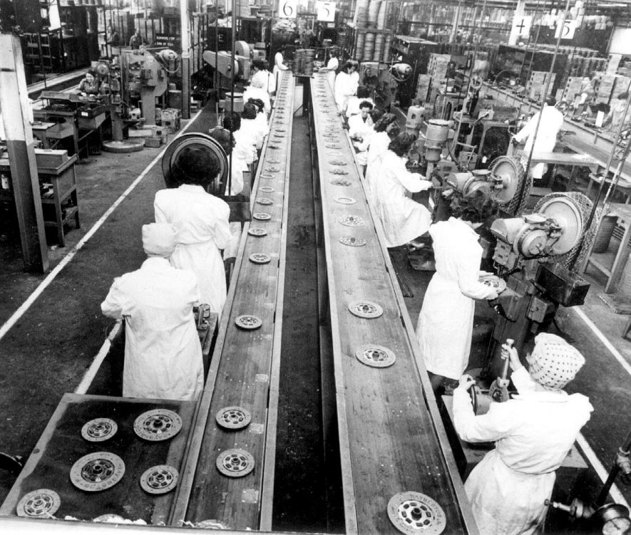 Centre plate assembly line at the Borg & Beck factory, at Automotive Products.  1947 |  IMAGE LOCATION: (Leamington Library)
