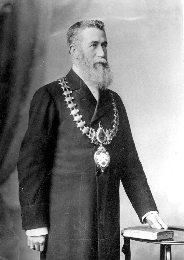 Alderman William Davis, Mayor of Leamington 1900-1903. Born 4th August 1844 died 3rd August 1924.  1900s |  IMAGE LOCATION: (Leamington Library) PEOPLE IN PHOTO: Davis, Alderman William