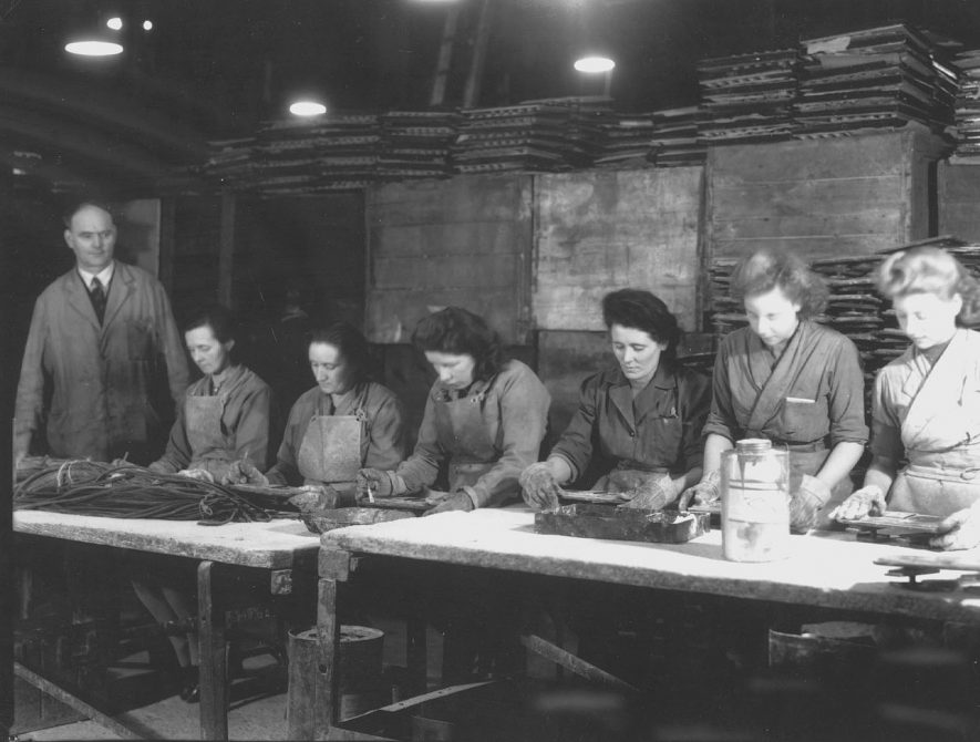 Lid assembly of C137 Ammo Boxes, Flavels, Leamington Spa.  1946    IMAGE LOCATION: (Leamington Library)