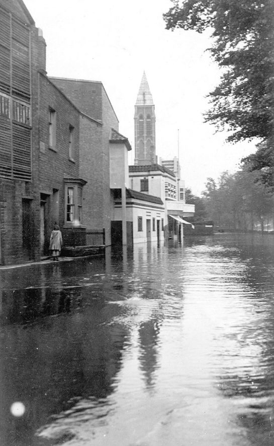 Dormer Place in flood, Leamington Spa.  1932 |  IMAGE LOCATION: (Leamington Library)