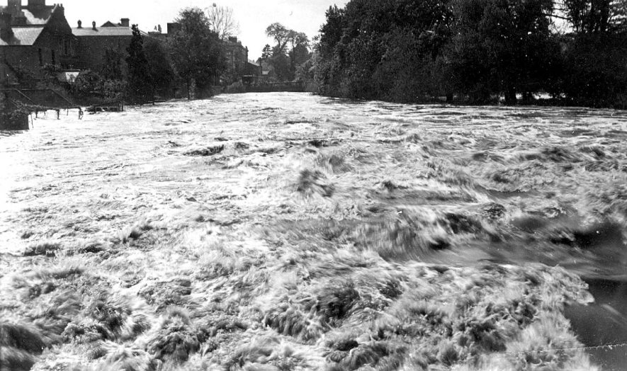 The River Leam in flood from the Weir Bridge, Mill Road, Leamington Spa.  1932 |  IMAGE LOCATION: (Leamington Library)