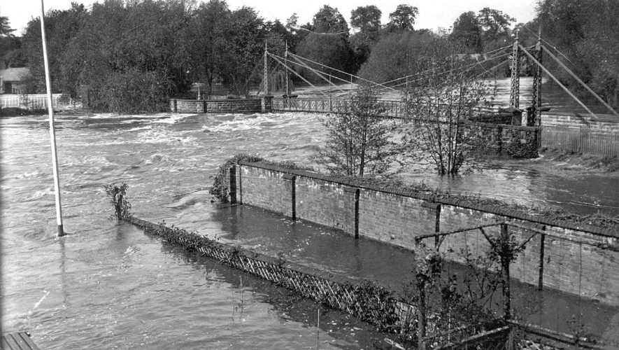 River Leam in flood under the Weir Bridge, Leamington Spa.  1932 |  IMAGE LOCATION: (Leamington Library)