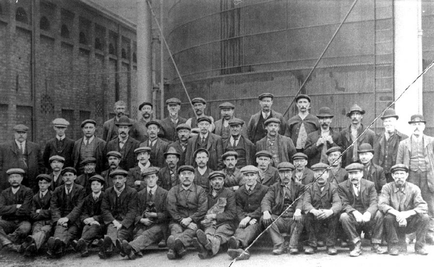 Group of workers at the Gas Works, Leamington Spa.  1900s |  IMAGE LOCATION: (Leamington Library)