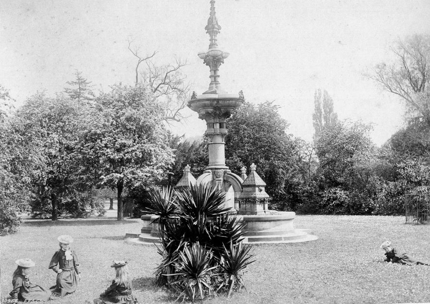 The Hitchman Fountain in Jephson Gardens, Leamington Spa.  1900s |  IMAGE LOCATION: (Leamington Library)