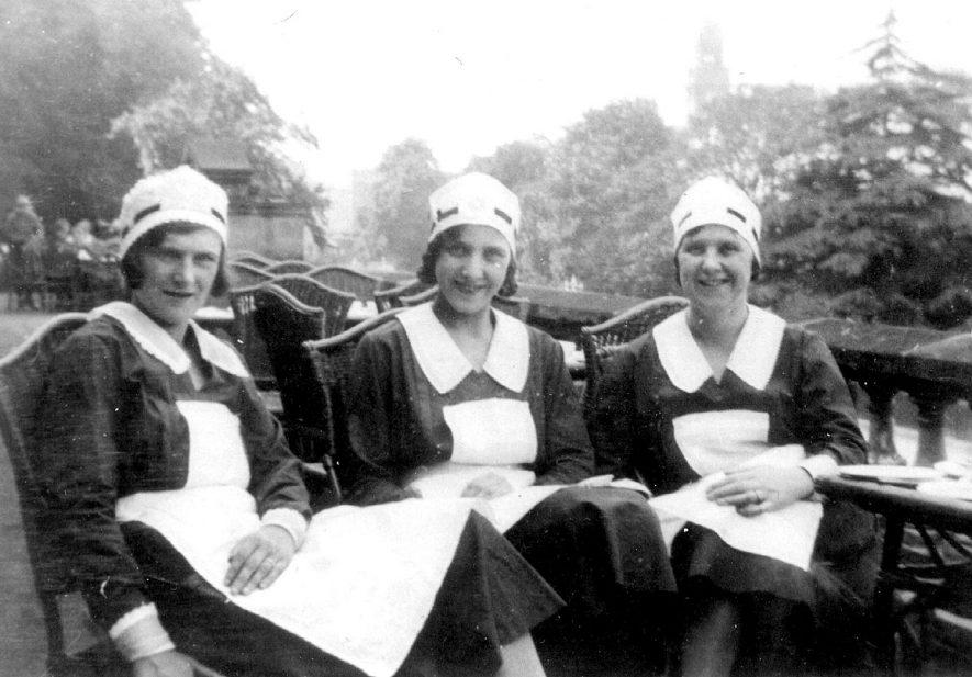 Pavilion Cafe waitresses, Leamington Spa.  1915 |  IMAGE LOCATION: (Leamington Library)