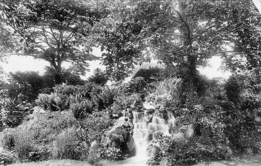 Pump Room Gardens, Leamington Spa.  1920s |  IMAGE LOCATION: (Leamington Library)