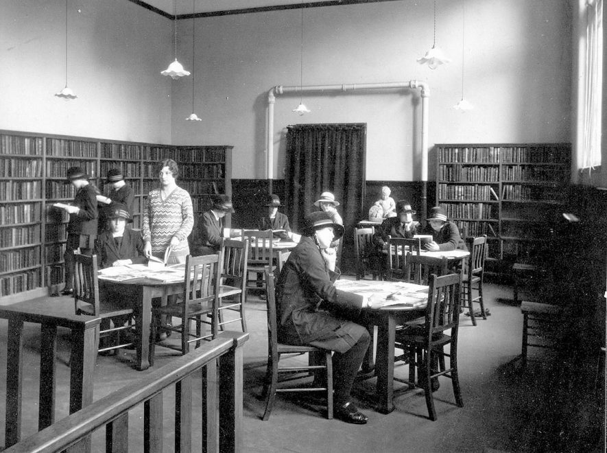 Leamington Spa public library children's' room.  1930s |  IMAGE LOCATION: (Leamington Library)
