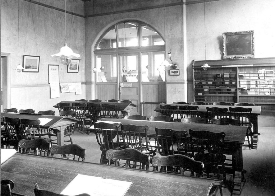 Leamington Spa public library periodical room.  1930s |  IMAGE LOCATION: (Leamington Library)