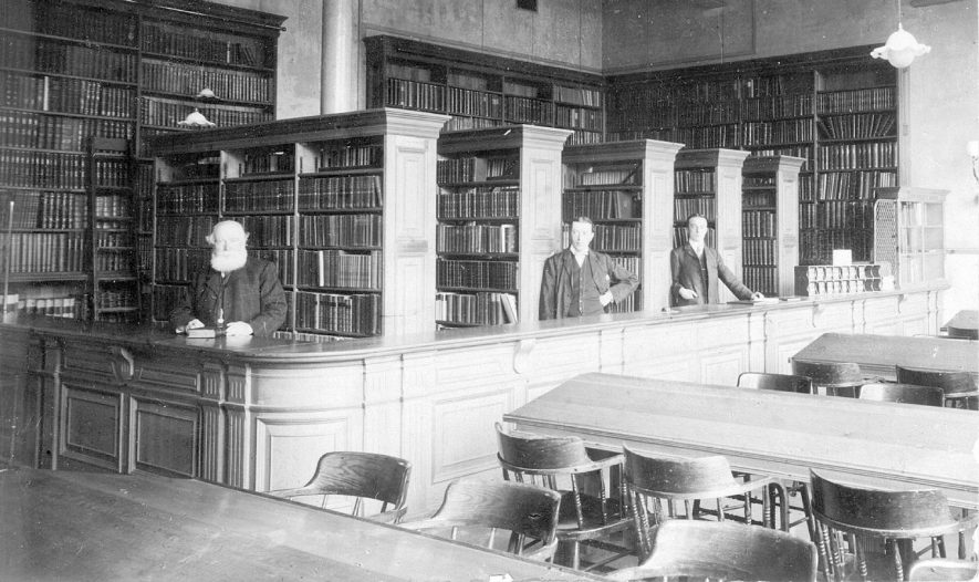 The public library, Leamington Spa.  1900s |  IMAGE LOCATION: (Leamington Library)