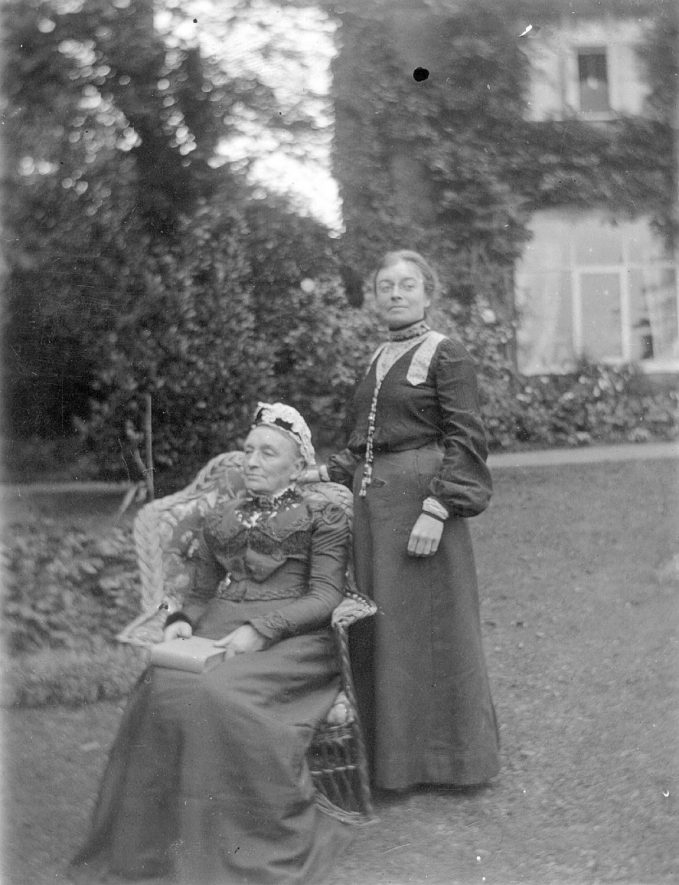 Miss Mary Dormer Harris and her mother.  1900s |  IMAGE LOCATION: (Leamington Library) PEOPLE IN PHOTO: Harris, Mary Dormer
