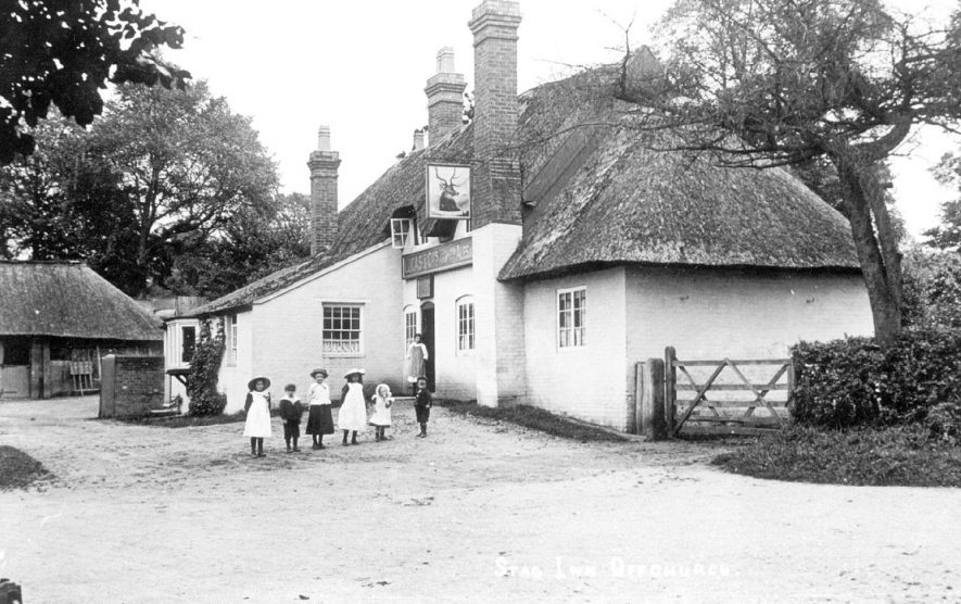 The Stag's Head Inn, Offchurch.  1900s |  IMAGE LOCATION: (Leamington Library)