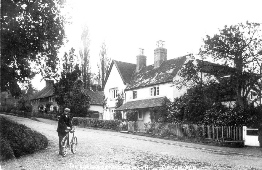 Cottages in Church Hill, Offchurch.  1920s |  IMAGE LOCATION: (Leamington Library)