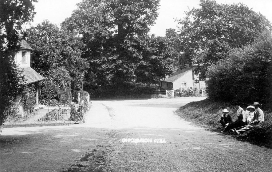 Church Hill, Offchurch.  1930s |  IMAGE LOCATION: (Leamington Library)