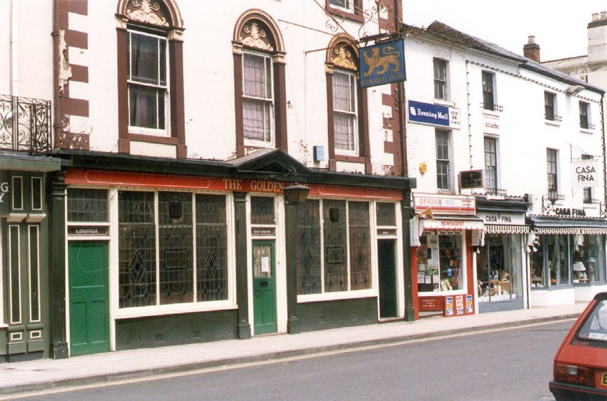 The Golden Lion, Regent Street, Leamington Spa.  1970s    IMAGE LOCATION: (Leamington Library)
