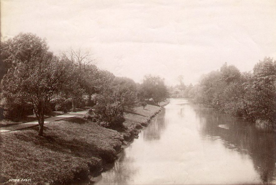 A riverside path, Leamington Spa.  1920s |  IMAGE LOCATION: (Leamington Library)