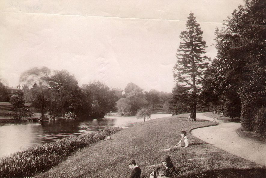 The River Leam, Leamington Spa.  1920s |  IMAGE LOCATION: (Leamington Library)