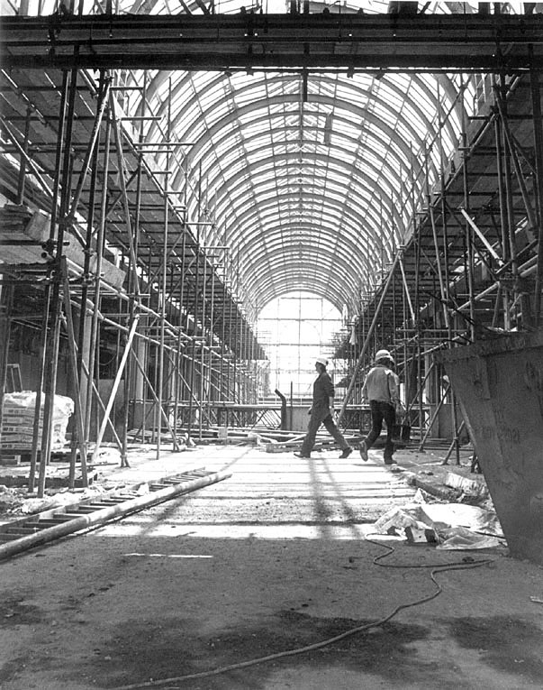 Construction of Royal Priors shopping centre, Leamington Spa.  1987 |  IMAGE LOCATION: (Leamington Library)