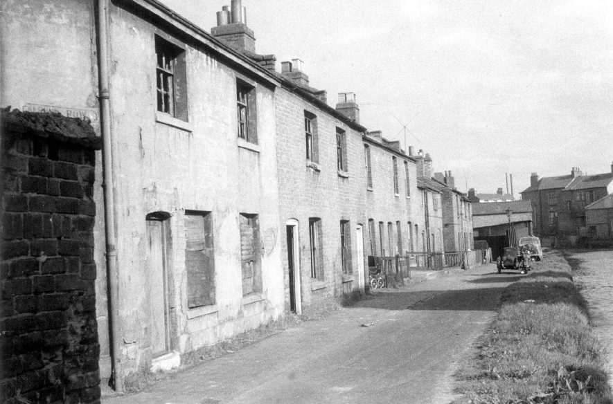Row of terraced houses known as Albion Row, situated at the side of the canal, [looking east towards] Clemens Street, Leamington Spa. These were demolished circa 1957. |  IMAGE LOCATION: (Leamington Library)