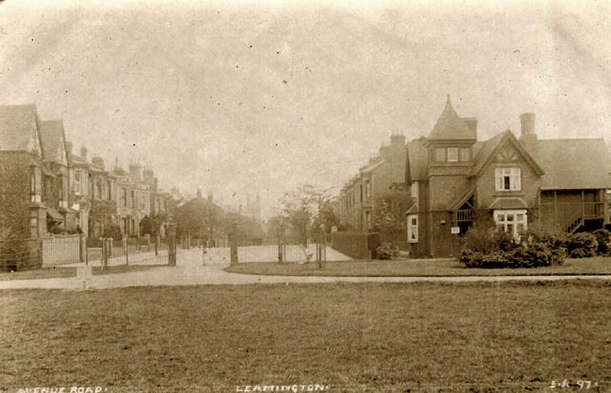 View of Avenue Road, Leamington Spa.  1910s |  IMAGE LOCATION: (Leamington Library)