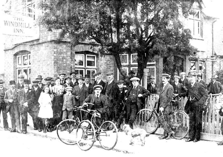 Group photo taken outside the Wind Mill Inn on the Tachbrook Road, taken about 1917 |  IMAGE LOCATION: (Leamington Library) IMAGE DATE: (c.1917)