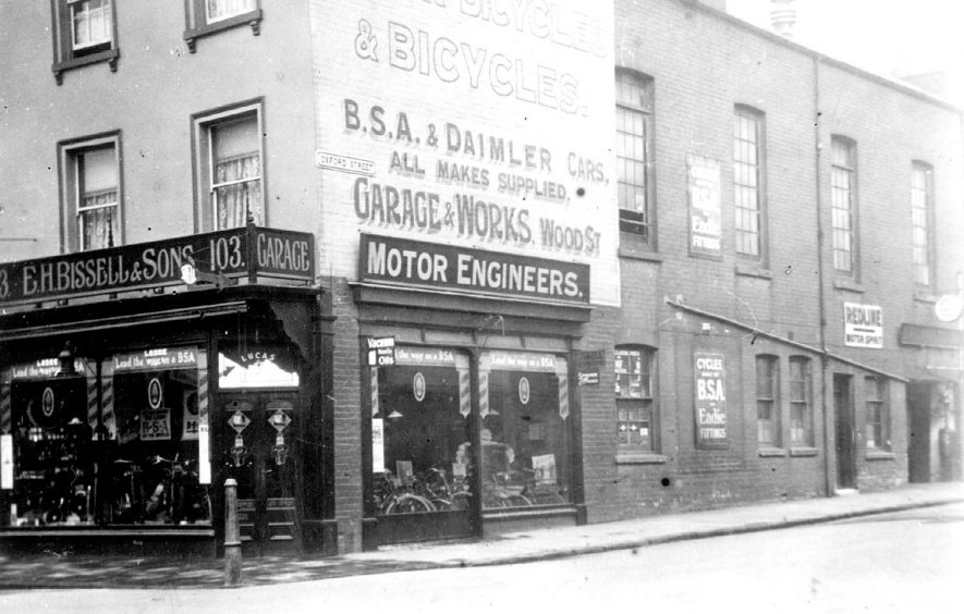 E.H. Bissell & Sons shop at the corner of  Warwick Street & Oxford Street, Leamington Spa.  1930s    IMAGE LOCATION: (Leamington Library)
