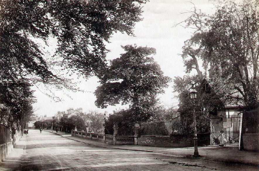 View along Willes Road showing Willes Bridge and the gateway into the Jephson Gardens, Leamington Spa.  1900s |  IMAGE LOCATION: (Leamington Library)