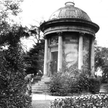 Leamington Spa.  Jephson Gardens, temple