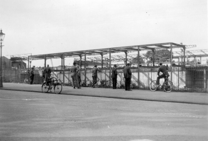 Members of the public watching work in progress at Leamington Spa station.  1937 |  IMAGE LOCATION: (Leamington Library)