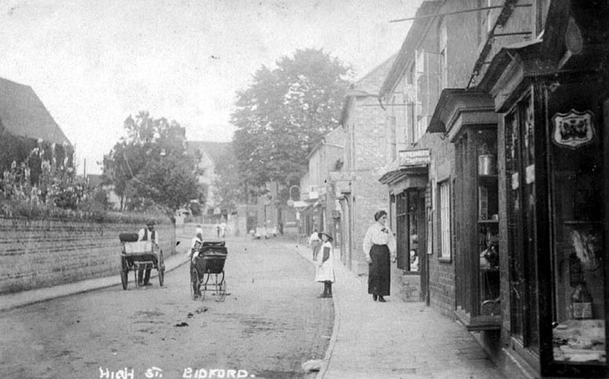 High Street, Bidford on Avon.  1887 |  IMAGE LOCATION: (Warwickshire County Record Office)