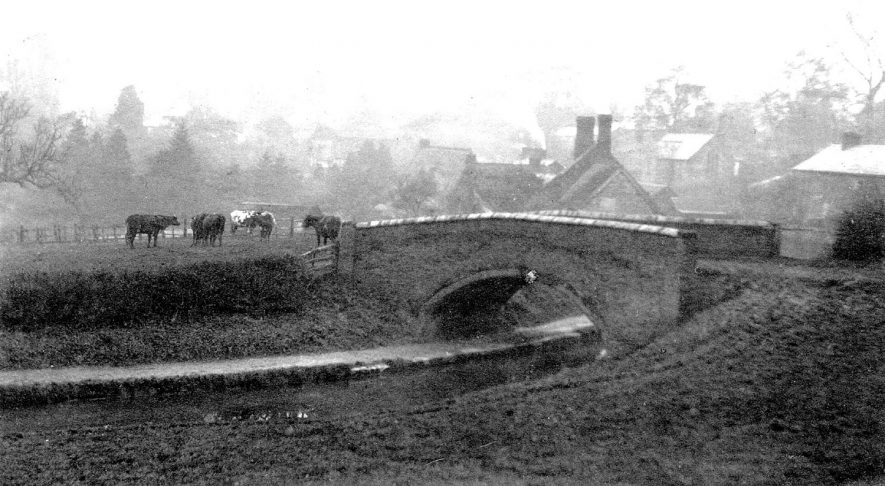 View towards Newbold on Avon with Green's Bridge, over the Oxford Canal, in the foreground.  1904