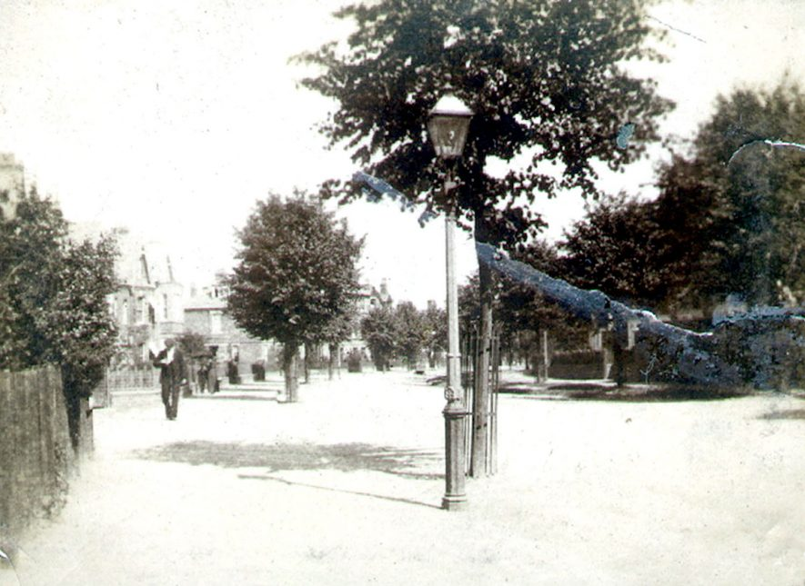 View along Clifton Road, Rugby.  1900    IMAGE LOCATION: (Rugby Library)