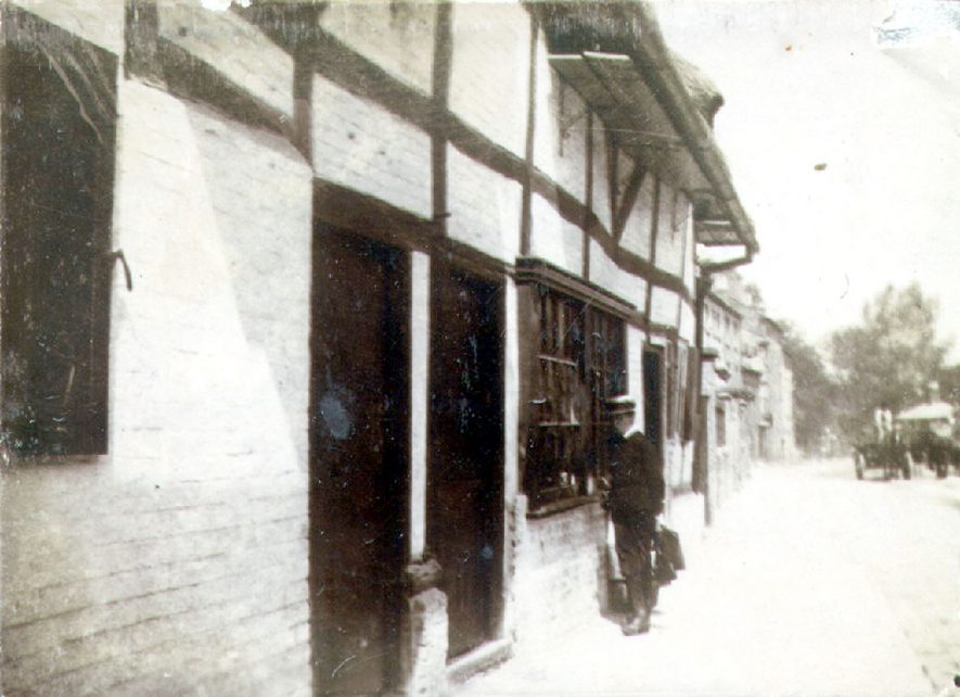 Cottages in North Street, Rugby.  1900 |  IMAGE LOCATION: (Rugby Library)